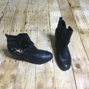 Aldo black heeled ankle boots. size 8